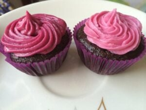 cupcakes with beetroot powder