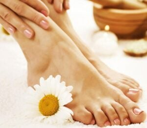 feet-spa-what causes cracked heels